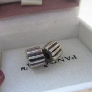 Authentic PANDORA lot of 2 RIBBED-CLIPS
